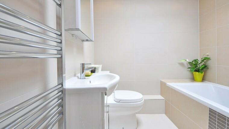 Szafki łazienkowe z lustrem – dlaczego mają tak duży wpływ na aranżację łazienki?